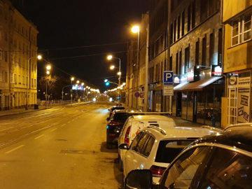 Samsung Galaxy S10+ fototest noční pražská ulice detail