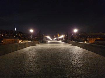 Samsung Galaxy S10 noční Praha karlův most fotografie