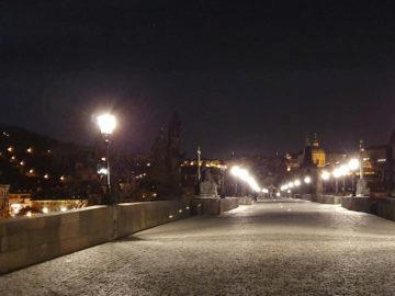Samsung Galaxy S10 noční Praha karlův most fotografie detail