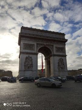 Xiaomi Mi 9 fotografie oblouk v parizi