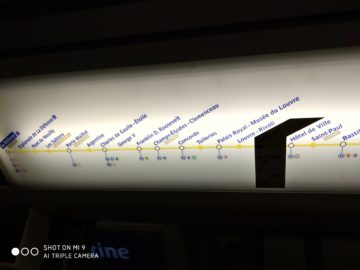 Xiaomi Mi 9 fotografie umele osvetleni text