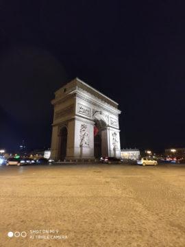Xiaomi Mi 9 fotografie vitezny oblouk noc