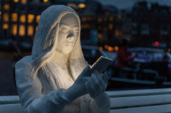 netradicni sochy mobilni technologie