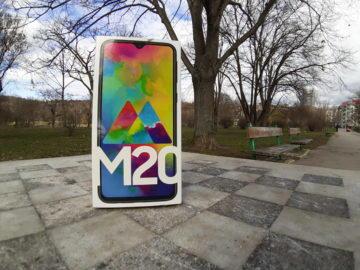 Samsung Galax M20 testovací fotografie krabicka s telefonem