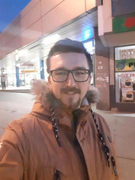 Samsung Galax M20 testovací fotografie selfie noc