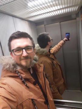 Samsung Galax M20 testovací fotografie selfie umele osvetleni