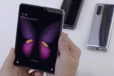 samsung galaxy fold neoficialni video zdeformovany displej
