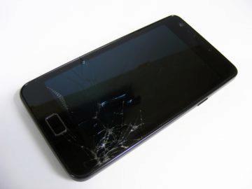 Mnoho prodejců láká na pojištění už při koupi telefonu
