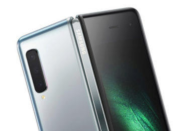 ohebny telefon samsung galaxy fold cena obalu