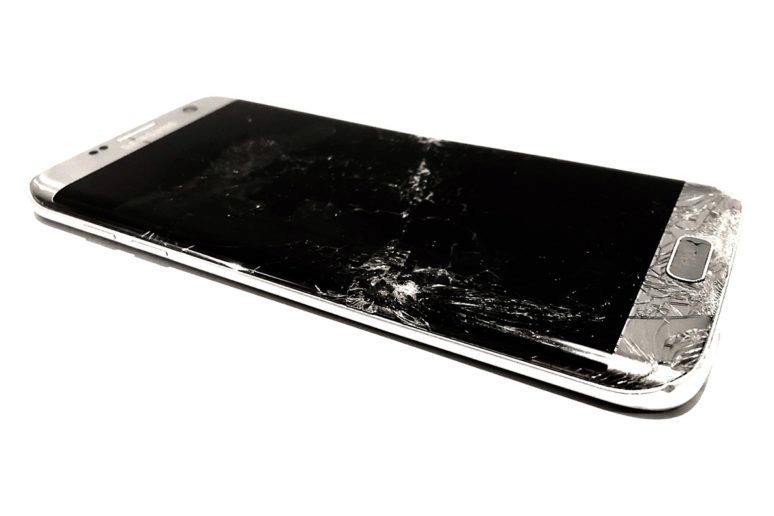 rozbity-mobil