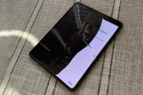 samsung galaxy fold ohebny displej problem