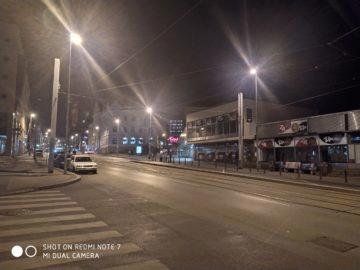 Xiaomi Redmi Note 7 fotografie noc ulice