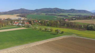 Hubsan Zino fotografie z dronu stromy