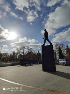Jak fotí Xiaomi Mi 9 paříž socha