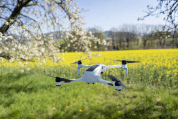 let s dronem Hubsan Zino
