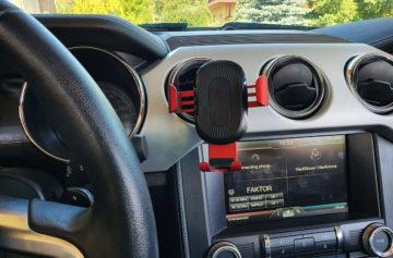 Bezdrátová nabíječka v autě
