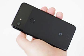 Google Pixel 3a držení