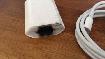 Nabíječka zničila smartphone