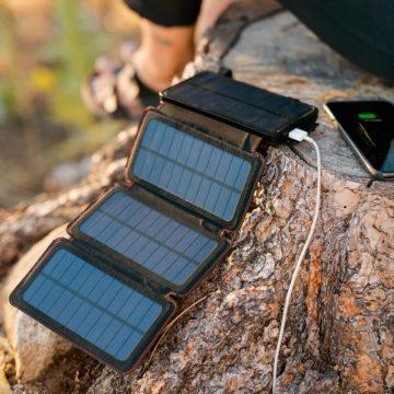 Nabíjení telefonu - solární panely