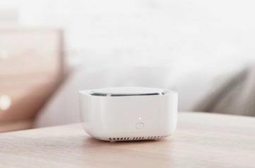 Elektrický odpuzovač komárů Xiaomi na stole