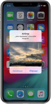 Apple AirDrop příjem souboru - Google Fast Share