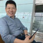 Huawei-CEO-Caught-Using-Foldable-Mate-X-in-Airport