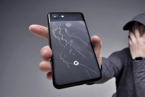 Poškrábané tělo telefonu