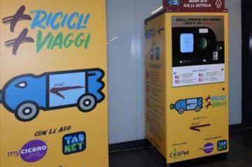 Řím - automat na plastové lahve vydá jízdenku na MHD
