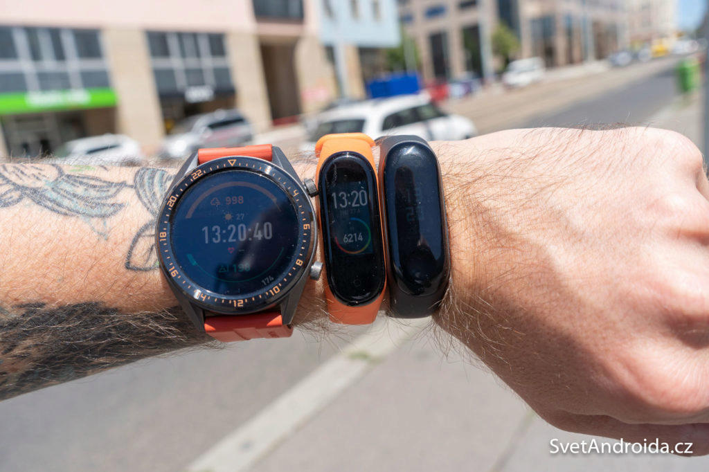 Xiaomi Mi Band 4 vs 3 na slunci
