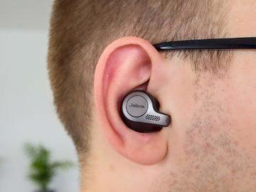 Jabra Elite 65t v uchu
