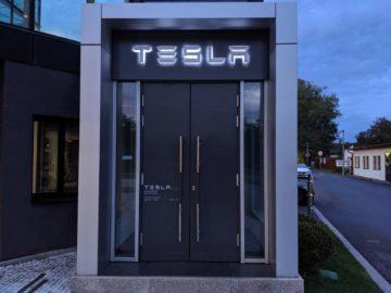 Tesla otevřela prodejnu