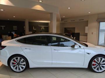 Tesla prodejna Praha Tesla model 3
