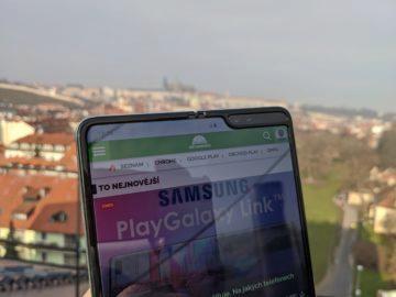 První dojmy ze Samsung Galaxy Fold ruka exteriér 1