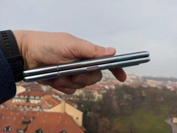 První dojmy ze Samsung Galaxy Fold ruka exteriér 10