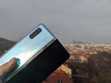 První dojmy ze Samsung Galaxy Fold ruka exteriér 2
