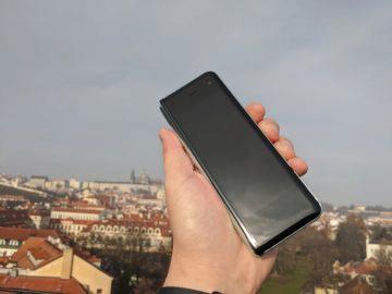 První dojmy ze Samsung Galaxy Fold ruka exteriér 5