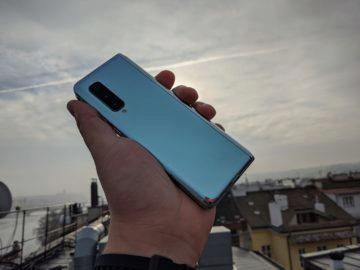 První dojmy ze Samsung Galaxy Fold ruka exteriér 6