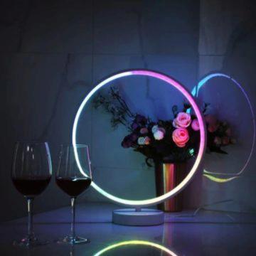 Barevná stolní LED lampička