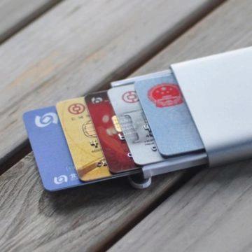 krabička na kreditní karty