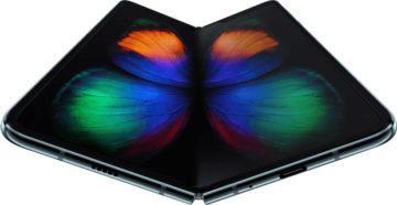 Ohebné telefony zastupuje Samsung Galaxy Fold