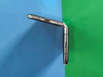 Samsung Galaxy Fold při otevírání