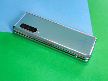 Samsung Galaxy fold záda