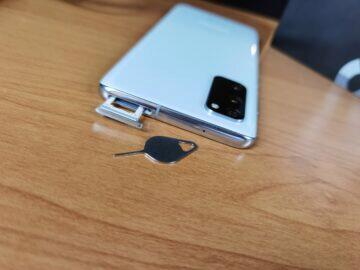 Samsung Galaxy S20 SIM slot
