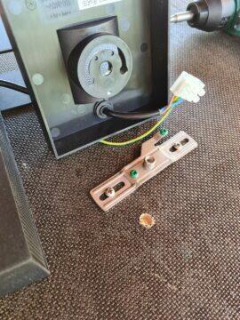 13 otvor pro kabel