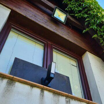 19 venkovní kamera Netatmo v okně