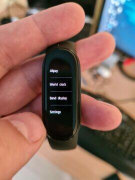 Xiaomi Mi Band 5 menu alipay světové hodiny ciferník nastavení