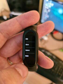Xiaomi Mi Band 5 menu nerušit budík fotoaparát hudba