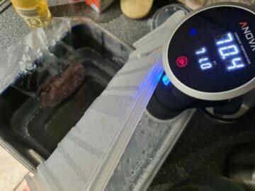 Anova Precision Cooker a nádoba