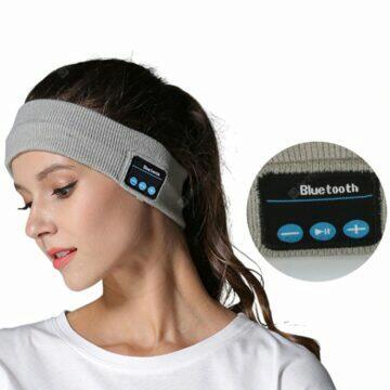 Čelenka s Bluetooth reproduktory
