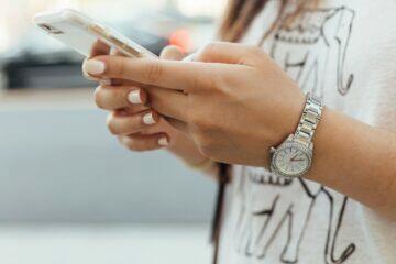 kontrolování mobilu
